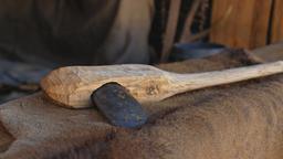 Guanti d'armi, utensili del neolitico, zoccoli