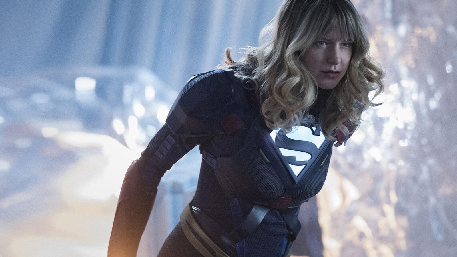 Premium Action Supergirl 6
