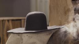Luger calibro 45, dispacci militari, cappello da cowboy
