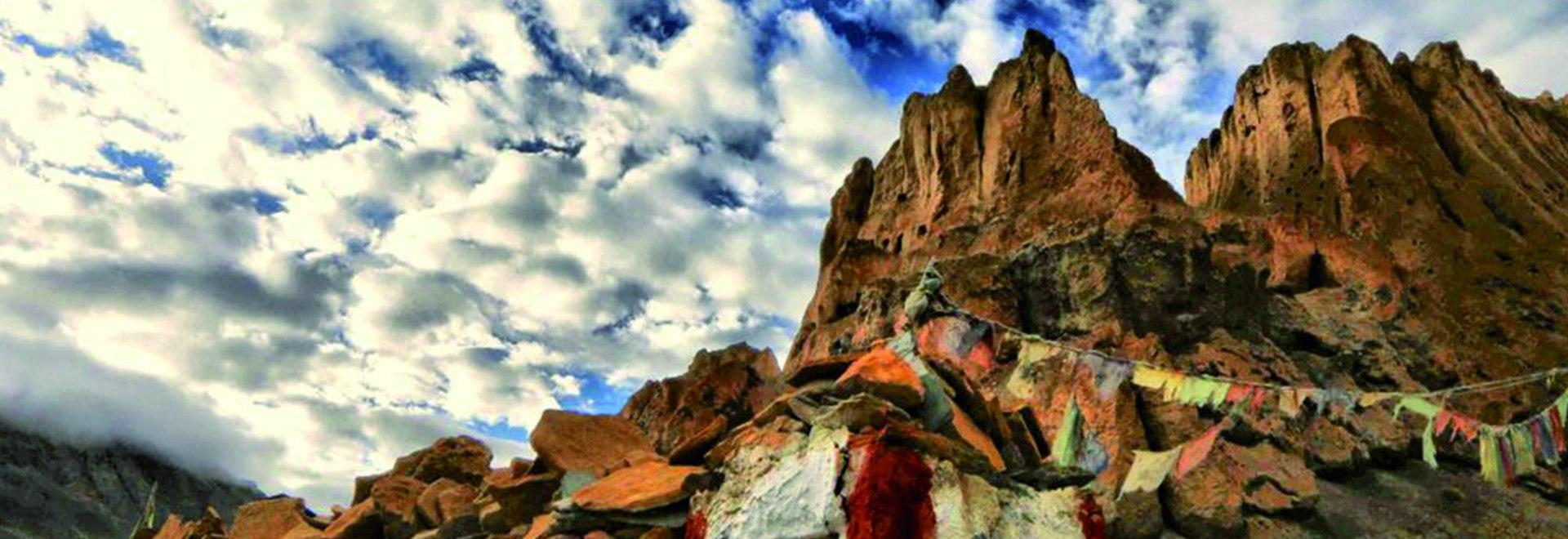 Il mistero delle tombe sull'Himalaya