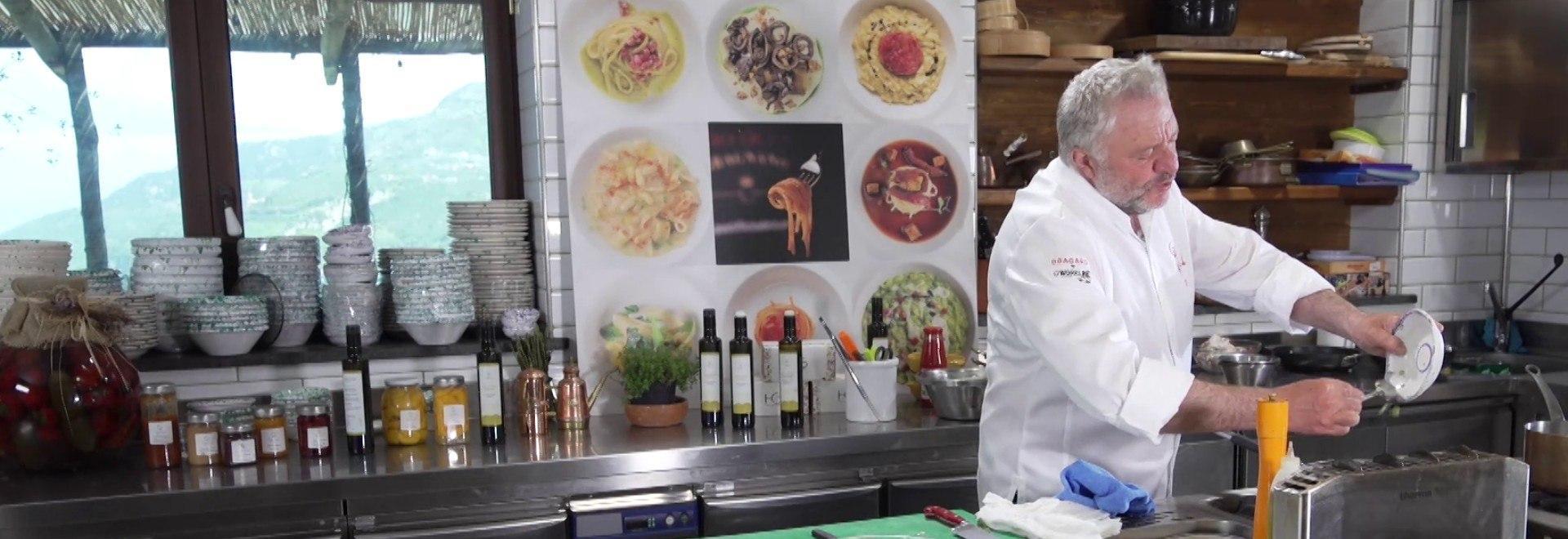 Fazzoletti con ricotta salata / Tiramisù alle fragole