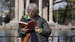 Laura, la lettrice libera